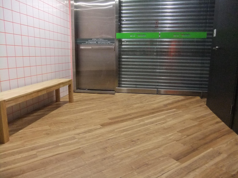 木纹塑胶地板斜贴